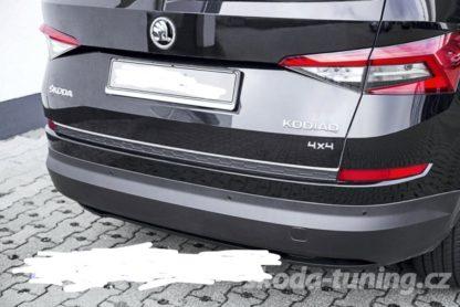 """Práh pátých dveří s krátkou hranou, ABS černý lesklý """"klavírlak"""", Škoda Kodiaq"""