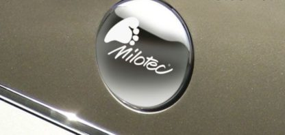 Kryt emblému s vypískovaným logem Milotec – zadní, Yeti 2009-2013 / Yeti Facelift od.r.v. 2013